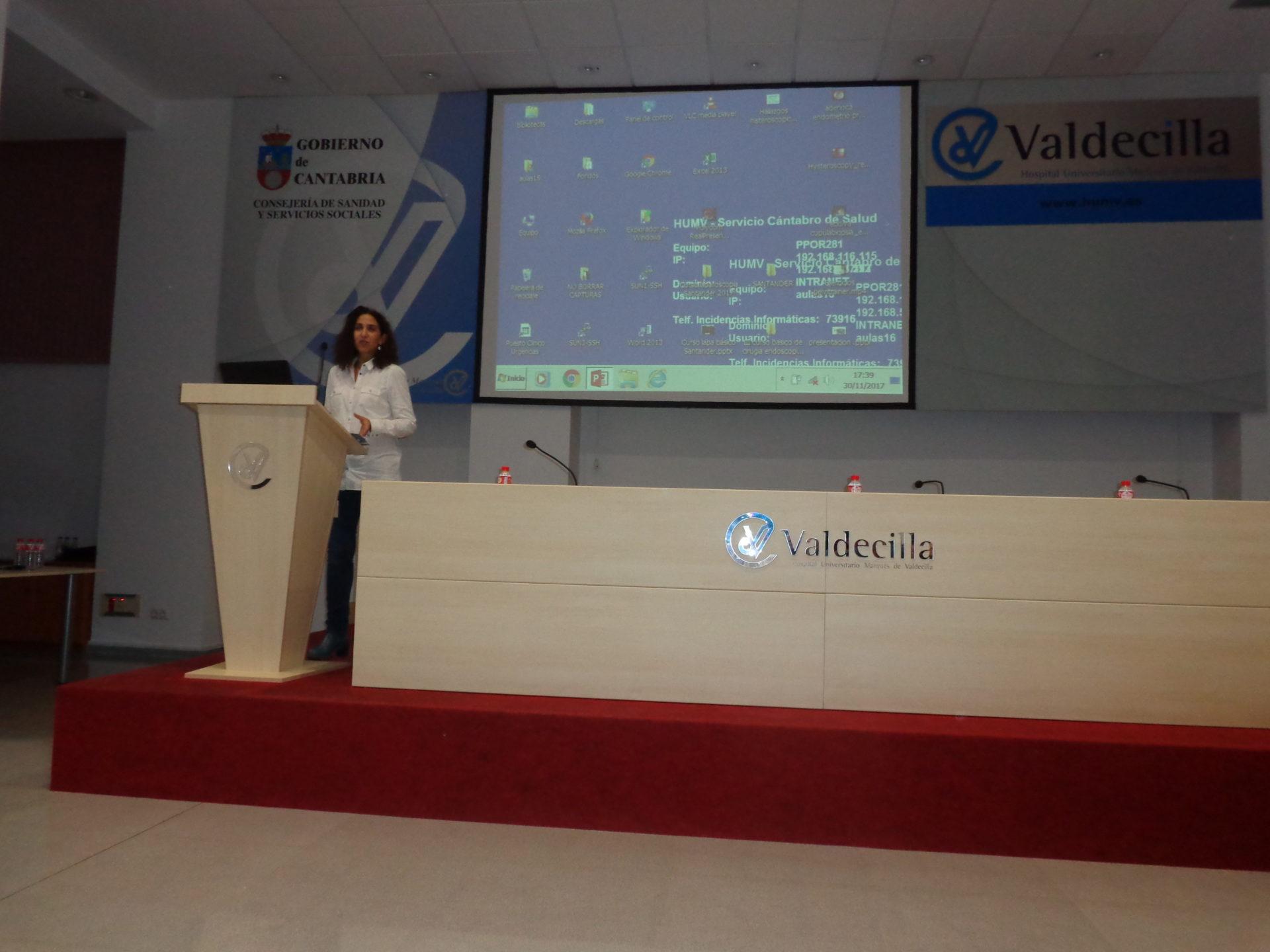 La Doctora Mora durante su ponencia en Valdecilla